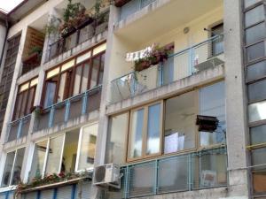55_mestni-trg_balkoni_01