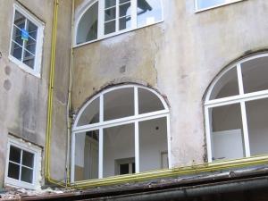 55_mestni-trg_okna_05