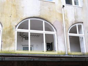 55_mestni-trg_okna_06